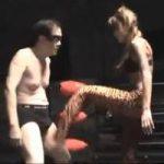 【女王様】人間サンドバック 蹴り回されてボロ雑巾のようになってしまうM男【金蹴り】