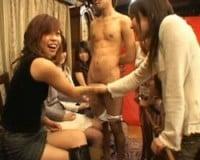 【手コキ】「あったかーい!ながーいwww」素人女性たちのチンポ品評会
