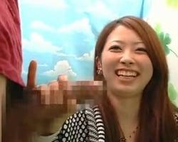 【手コキ】素人手コキ スタッフと会話しながらの片手間手コキで見る見る大きくなっていくチンポ