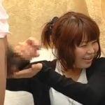 【手コキ】「えっ…あたし何してんだろ?w」チンポを初めて見るというJDに手コキさせてみる