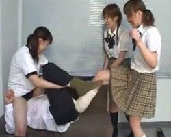 【金蹴り】女子校生集団金蹴りイジメ