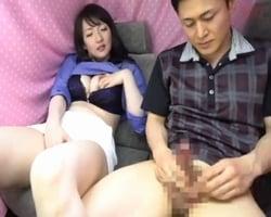 【センズリ鑑賞】オナニーを恥じらう熟女のためにセンズリを披露する