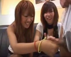 【手コキ】渋谷手コキナンパ 我慢汁ダラダラのチンポに大爆笑する渋谷ギャルたち