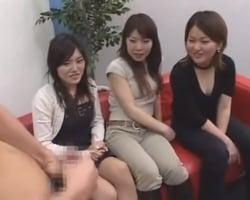 【センズリ鑑賞】最新下着品評会に招かれた女性たちは下着の中身に興味津々