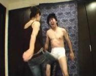 【金蹴り】凶暴爆尻太腿蹴撃リンチ 素人JDがM男を本気でフルボッコ!