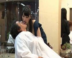 【ベロチュー手コキ】カットよりも手コキのテクで客を取る痴女美容師がいる美容院 野々宮みさと