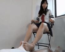 【足コキ】色白美脚の可愛らしい女子校生にとことんチンポを足でシゴき倒される悦び♪