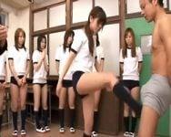 【金蹴り】「今日はみなさんに金蹴りしてもらいます♪」ブルマ女子校生たちの金蹴り実習