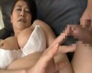 【センズリ鑑賞】齢60を迎えセフレもいるおばちゃんは、若いチンポに興味津々ww