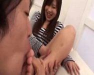 ブーツで蒸れた足指が大好物!汗の染みついた教え子のアンヨを舐る先生