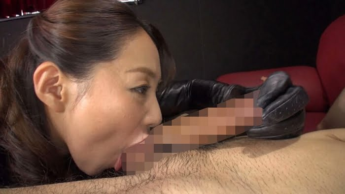 【フェラ抜き】勃起チンポを舐めじゃくり!四十路痴熟女の喉コキフェラ 成宮いろは その7