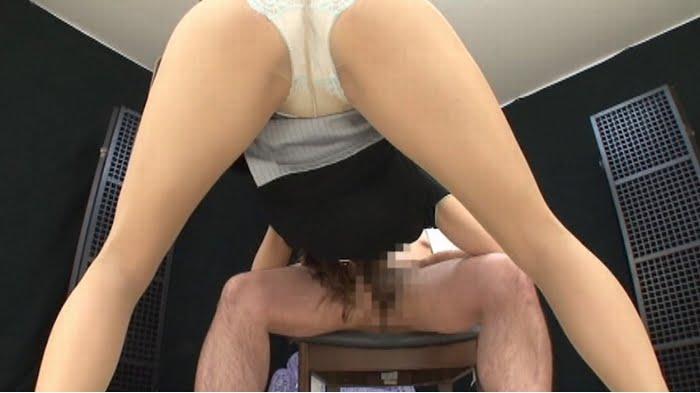 痴女OLのパンスト蒸れ足を足舐めするⅯ男 その12