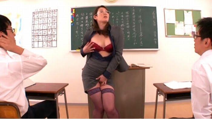 教え子に顔舐めする痴女教師 その1