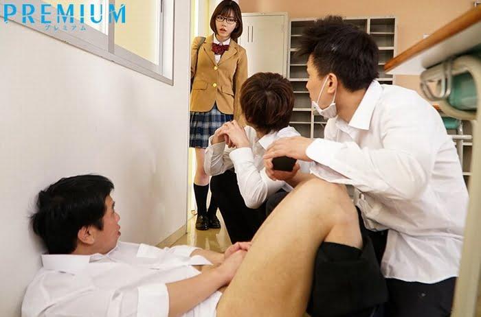 痴女子校生はシゴく度に大量に男の潮吹きするチンポが面白くて堪らない その1