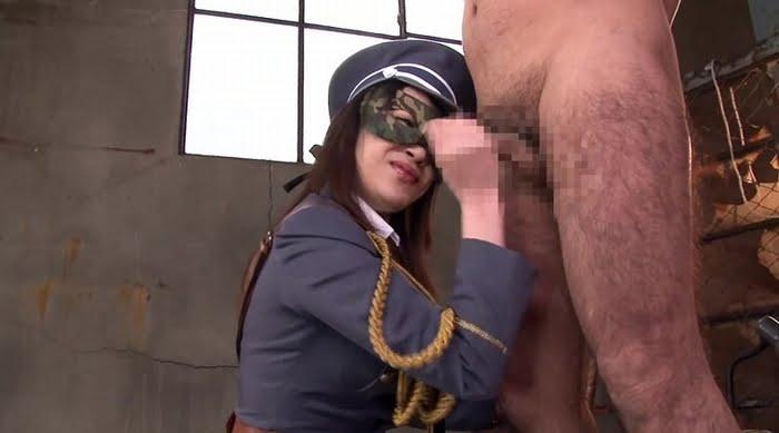 暴発したチンポを手コキ拷問で男の潮吹きさせる痴女 その3